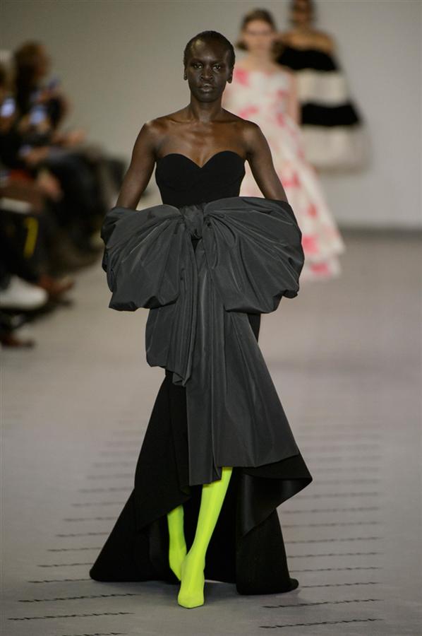 Paris Moda Haftası: Balenciaga Sonbahar 2017
