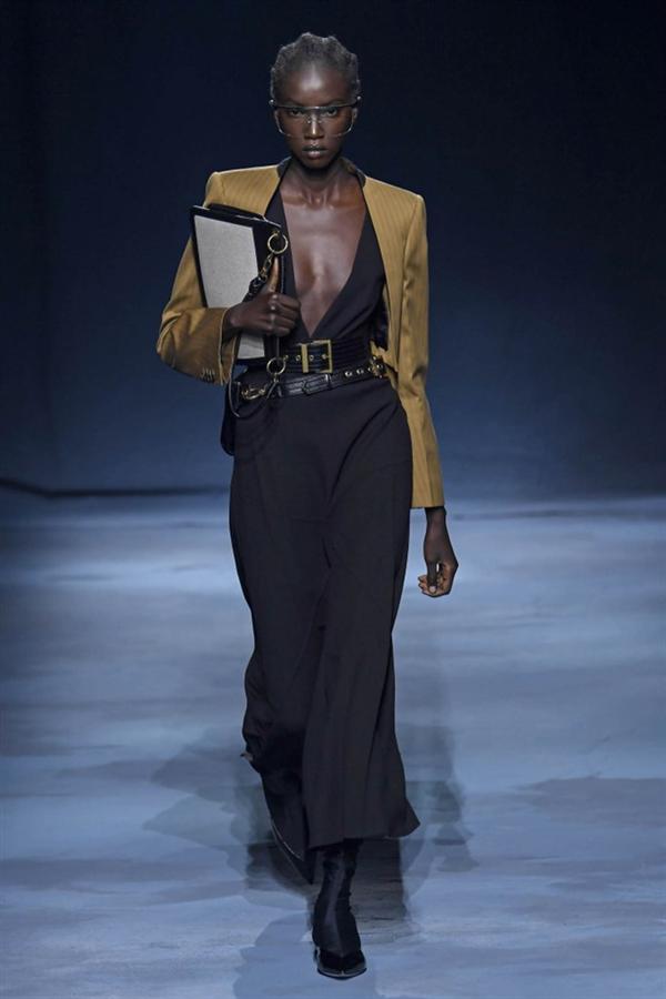 Paris Moda Haftası: Givenchy 2019 Bahar Koleksiyonu