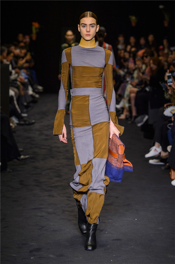 Paris Moda Haftası: Loewe Sonbahar 2017
