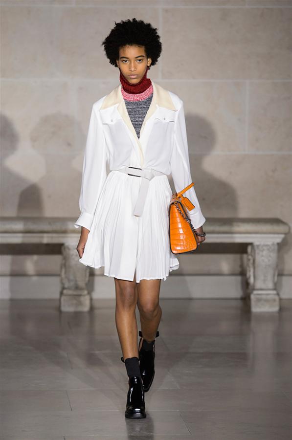 Paris Moda Haftası: Louis Vuitton Sonbahar 2017