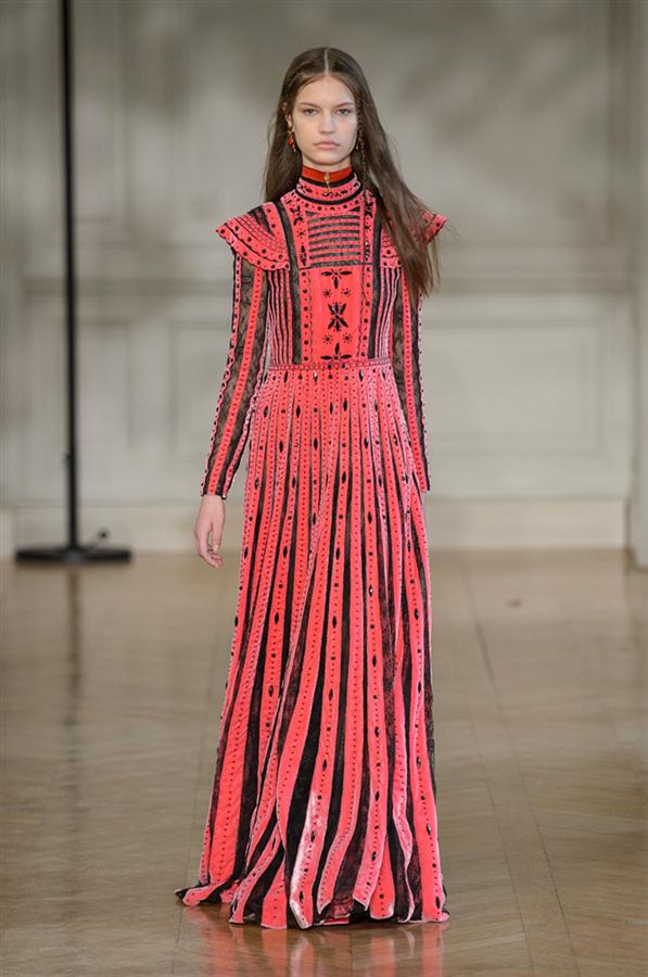 Paris Moda Haftası: Valentino Sonbahar 2017