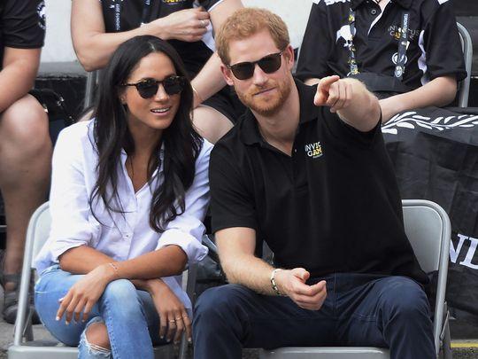 Prens Harry ve Meghan Markle Nişanlandı