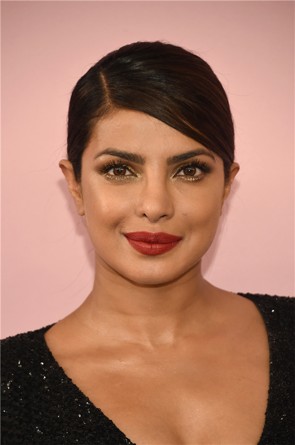 Priyanka Chopra'nın Dünden Bugüne Güzellik Görünümleri - Priyanka Chopra'nın Dünden Bugüne Güzellik Görünümleri
