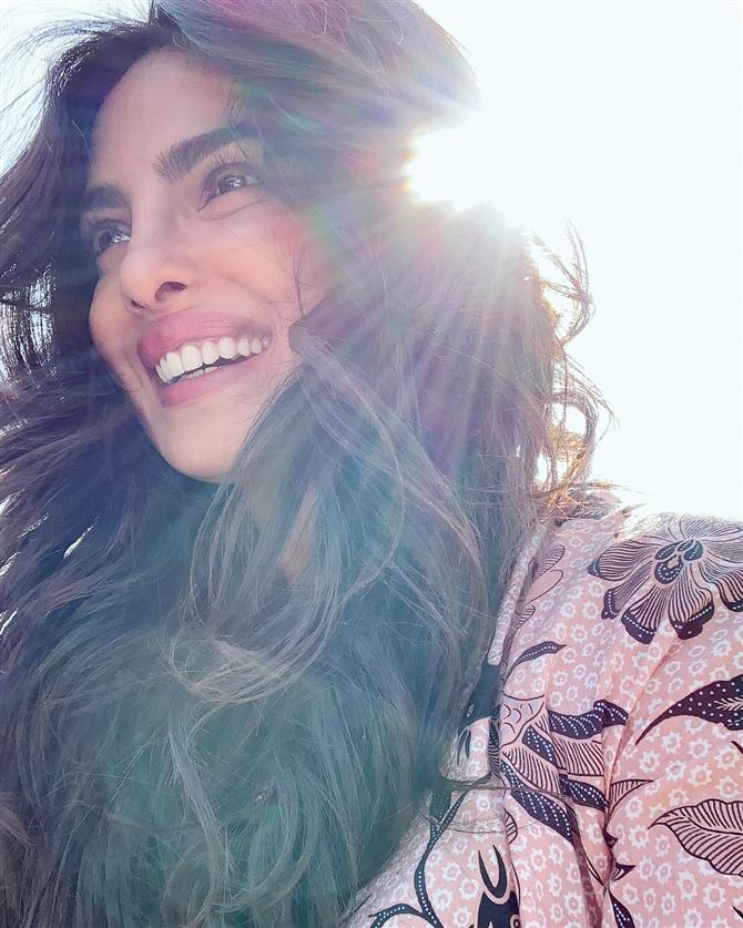 Priyanka Chopra'nın Işıldayan Cildinin Arkasında Yatan Güzellik Sırları