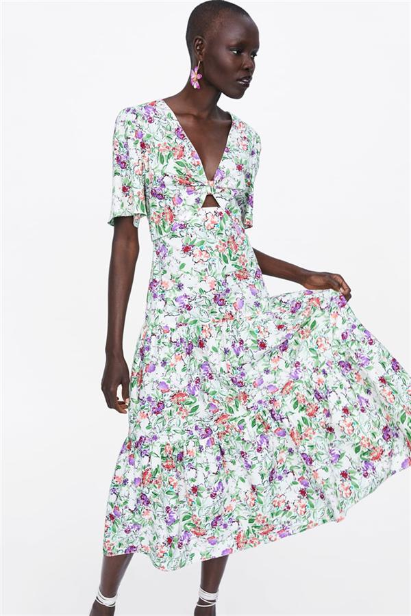 Rengarenk Çiçekli Elbiselerle Yaz Ruhunu Hissedin!