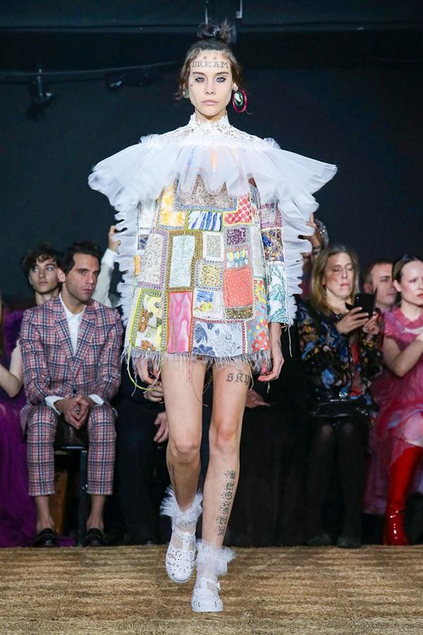 Rengarenk Tasarımlarıyla Viktor&Rolf Haute Couture İlkbahar/Yaz 2020 Koleksiyonu