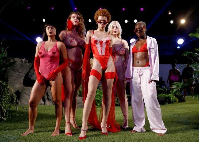 Rihanna'nın Efsane Savage x Fenty Defilesi