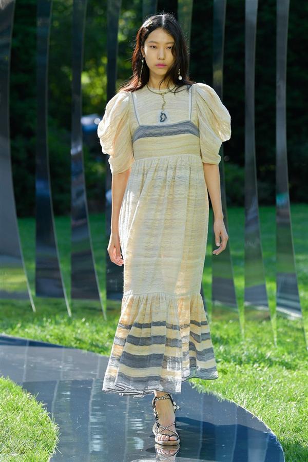Romantik Bohem: Ulla Johnson İlkbahar/ Yaz 2022 Koleksiyonu