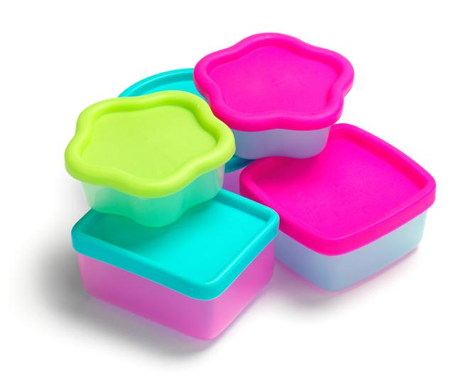 Plastik Kaplarda Yemek Yemek