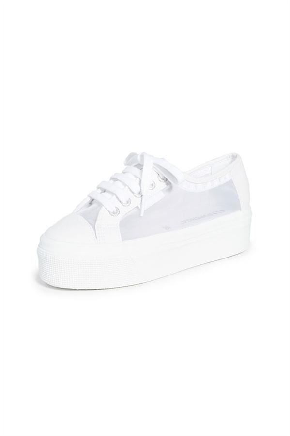 Sıcak Yaz Günlerine Uyum Sağlayacak En İyi Sneaker Modelleri