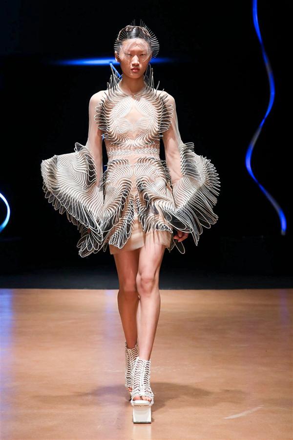 Sıra Dışı Iris Van Herpen Haute Couture İlkbahar/Yaz 2020 Tasarımları - Sıra Dışı Iris Van Herpen Haute Couture İlkbahar/Yaz 2020 Tasarımları