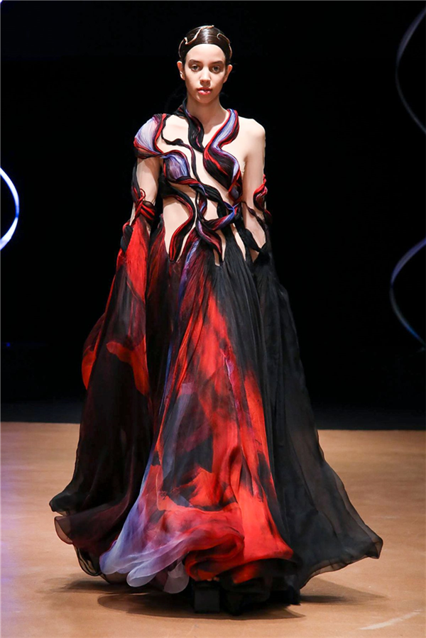 Sıra Dışı Iris Van Herpen Haute Couture İlkbahar/Yaz 2020 Tasarımları