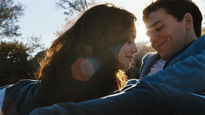 Size Kendinizi Mutlu Hissettirecek En İyi Netflix Romantik Filmleri