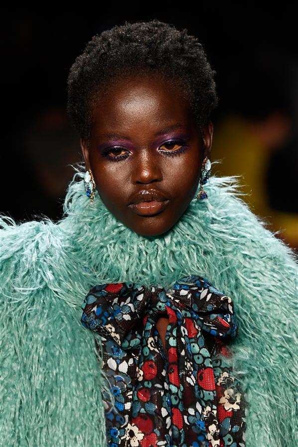 Sonbahar 2018 Anna Sui Defilesinde Dikkat Çeken Makyajlar
