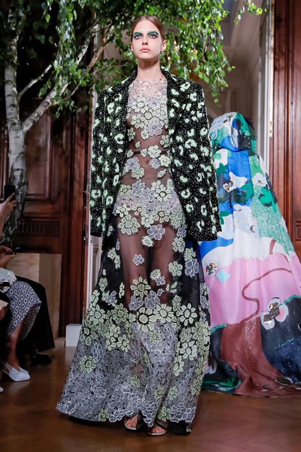 Sonbahara Renk Katacak Koleksiyonuyla Valentino Couture Sonbahar/Kış 2019