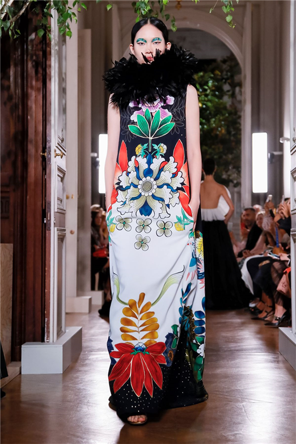 Sonbahara Renk Katacak Koleksiyonuyla Valentino Couture Sonbahar/Kış 2019 - Sonbahara Renk Katacak Koleksiyonuyla Valentino Couture Sonbahar/Kış 2019