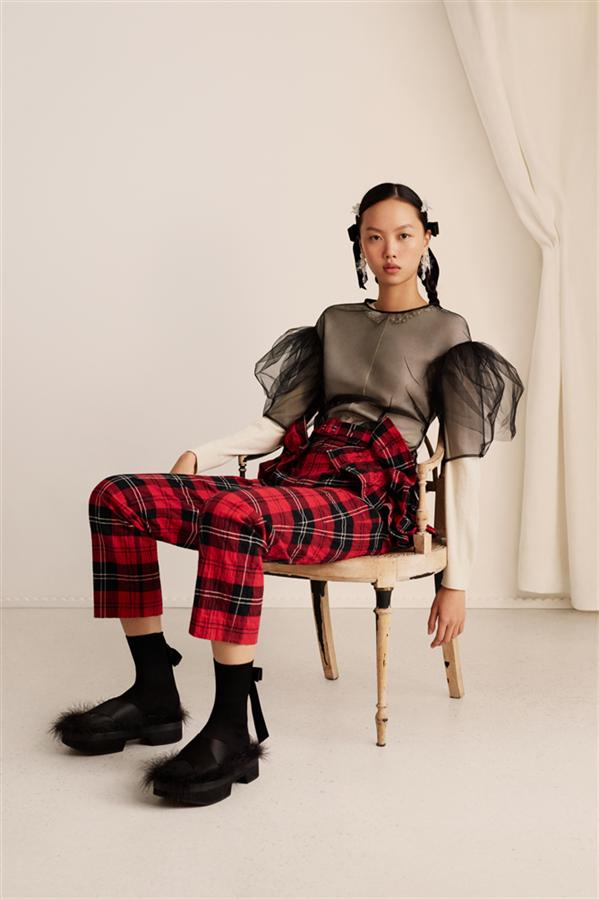 Tarihe ve Neşeye Övgü: Simone Rocha x H&M Koleksiyonu