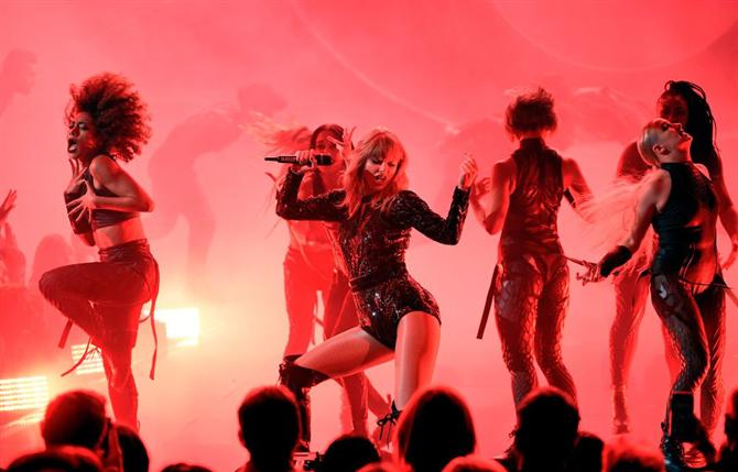 Taylor Swift'in Muhteşem Geri Dönüş Performansı - Taylor Swift'in Muhteşem Geri Dönüş Performansı