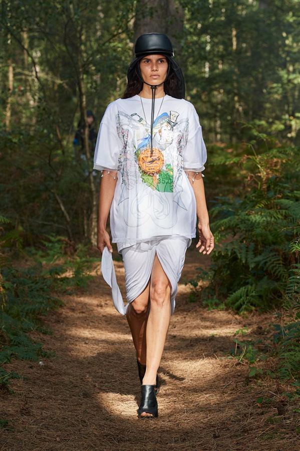 """Taze ve Etkileyici: Burberry """"In Bloom"""" İlkbahar/Yaz 2021 Koleksiyonu - Taze ve Etkileyici: Burberry """"In Bloom"""" İlkbahar/Yaz 2021 Koleksiyonu"""