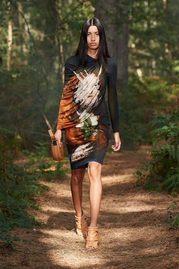 """Taze ve Etkileyici: Burberry """"In Bloom"""" İlkbahar/Yaz 2021 Koleksiyonu"""