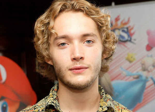 Toby Regbo - The Long Night Oyuncu Kadrosu