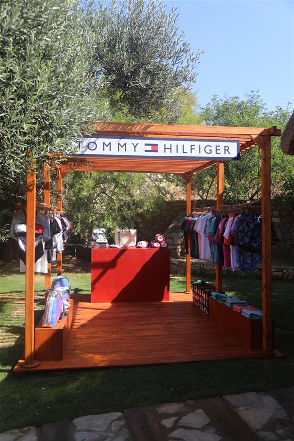 Tommy Hilfiger, Yaz 2019 Mayo Koleksiyonunu Beach Pop-Up Etkinliği İle Kutluyor - Tommy Hilfiger, Yaz 2019 Mayo Koleksiyonunu Beach Pop-Up Etkinliği İle Kutluyor
