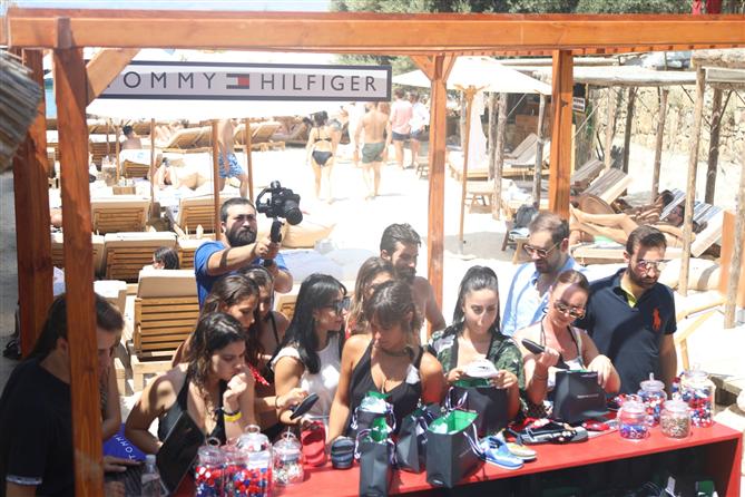 Tommy Hilfiger Yaz 2019 Mayo Koleksiyonunu Beach Pop-Up Etkinliğiyle Kutluyor - Tommy Hilfiger Yaz 2019 Mayo Koleksiyonunu Beach Pop-Up Etkinliğiyle Kutluyor