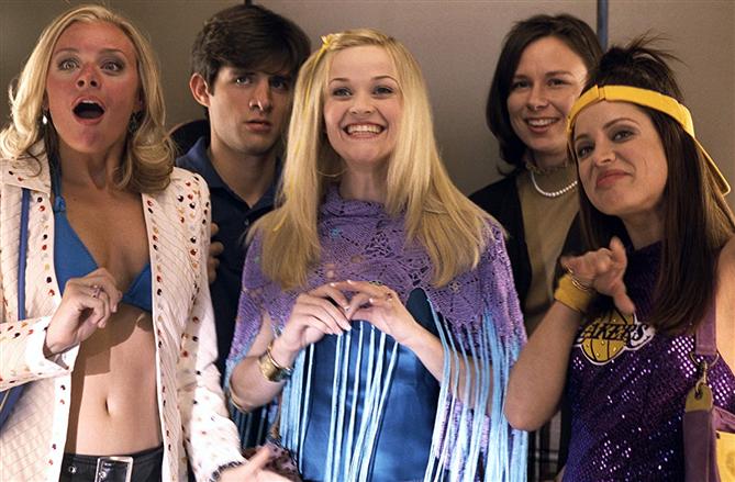 """#TrendusTBT: """"Legally Blonde"""" Film Serisinden Unutulmaz Stil Görünümleri - #TrendusTBT: """"Legally Blonde"""" Film Serisinden Unutulmaz Stil Görünümleri"""
