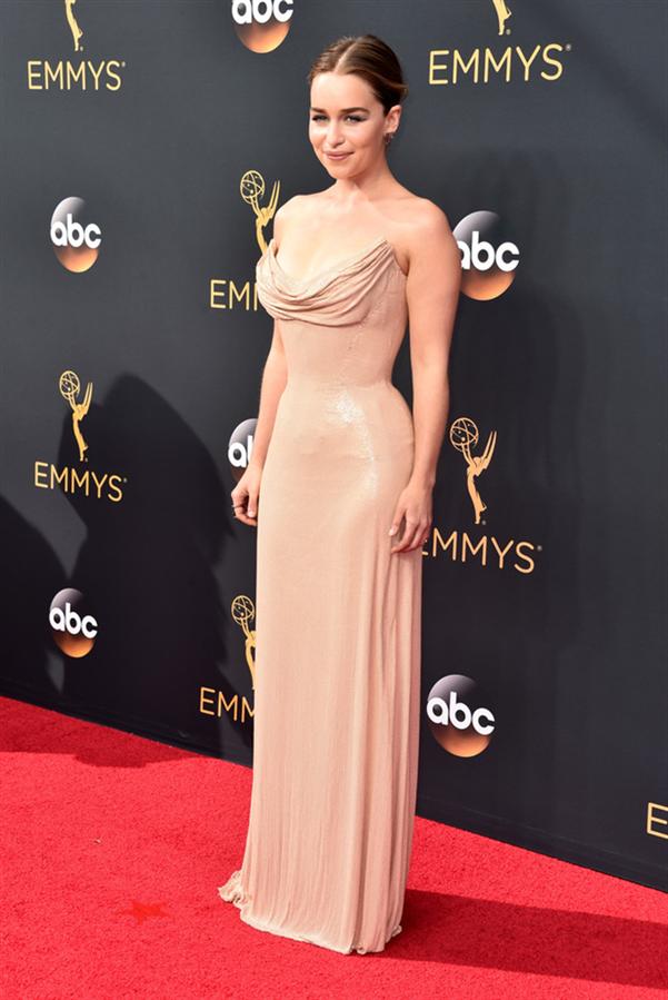 Emilia Clarke - Tüm Zamanların En Beğenilen Emmy Ödülleri Kırmızı Halı Elbiseleri