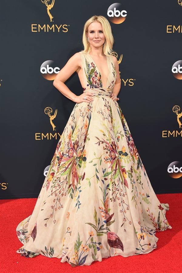 Kristen Bell - Tüm Zamanların En Beğenilen Emmy Ödülleri Kırmızı Halı Elbiseleri