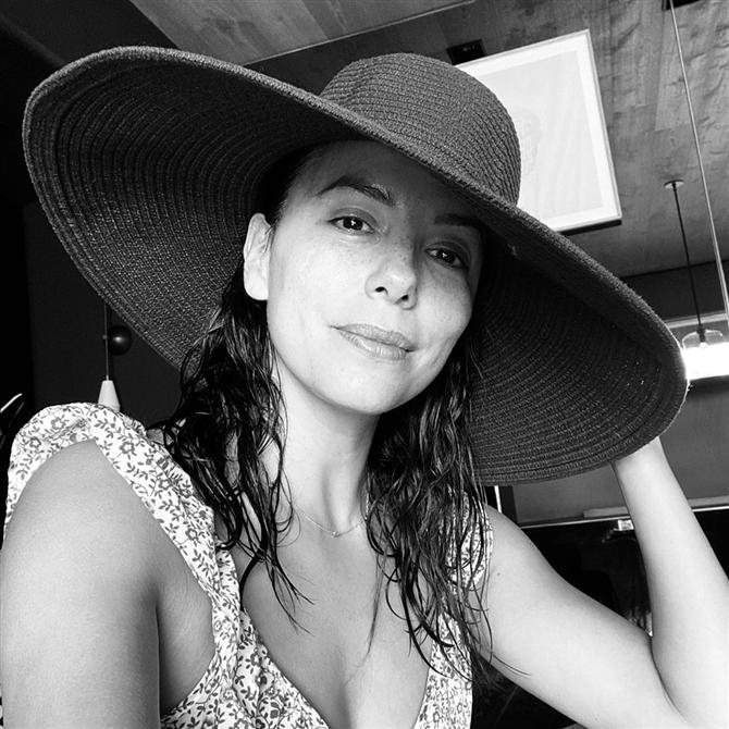 Eva Longoria - Ünlülerin Kadının Gücünü Vurgulayan Siyah-Beyaz Selfie Fotoğrafları
