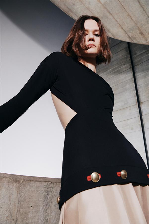 Victoria Beckham Sonbahar 2021 Koleksiyonundan Güçlü ve Seksi Tasarımlar