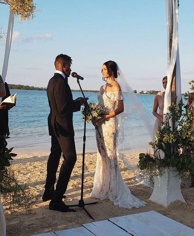 Victoria's Secret Meleği Evlendi