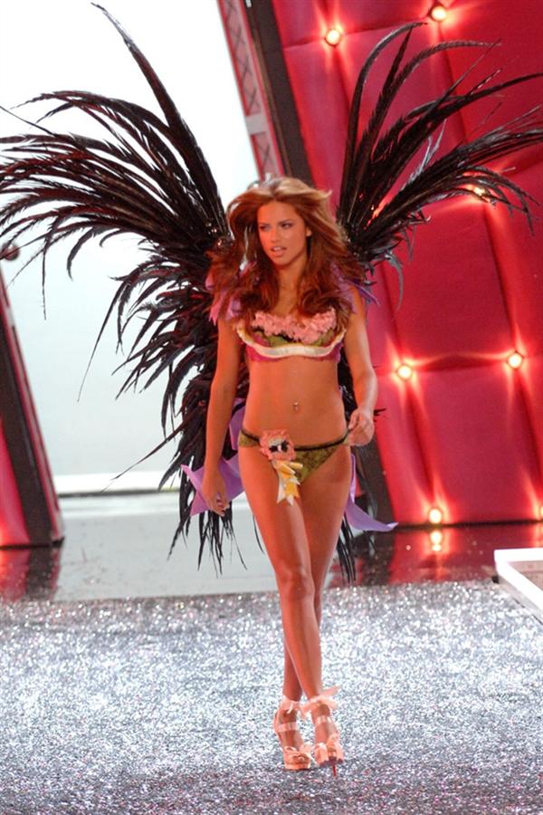 Victoria's Secret'ta Bir Tarih Sona Eriyor! - Victoria's Secret'ta Bir Tarih Sona Eriyor!