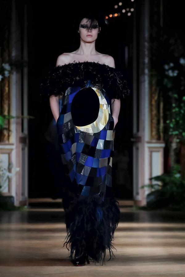 Viktor&Rolf Couture Sonbahar/Kış 2019 Koleksiyonuyla Gotik Romantizmin İzinde - Viktor&Rolf Couture Sonbahar/Kış 2019 Koleksiyonuyla Gotik Romantizmin İzinde
