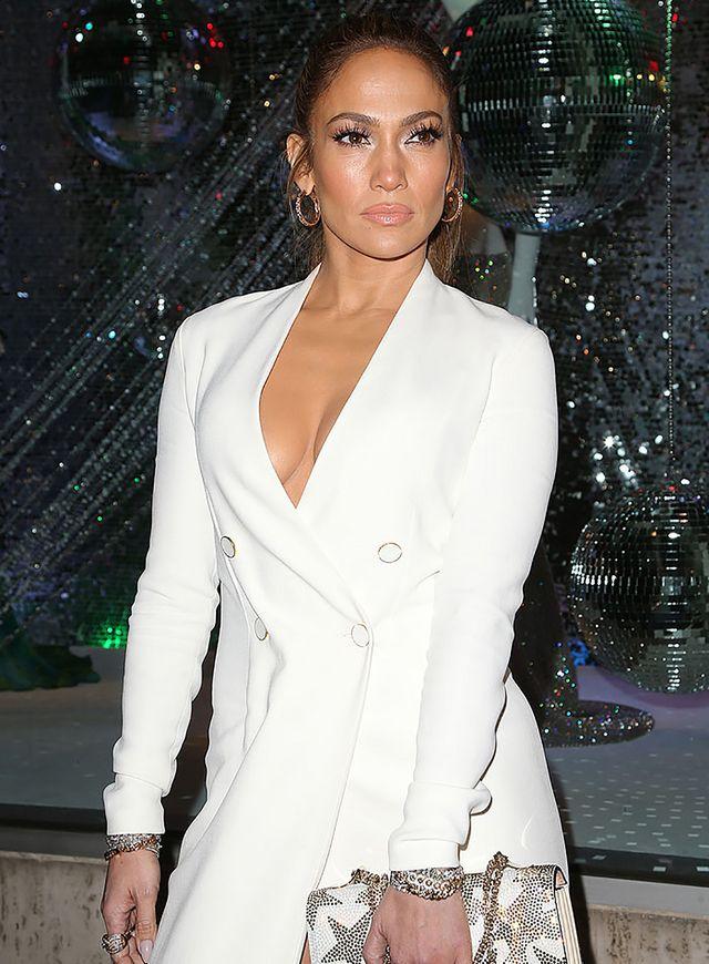Jennifer Lopez - Yaz Trendi: Altın Halka Küpeler