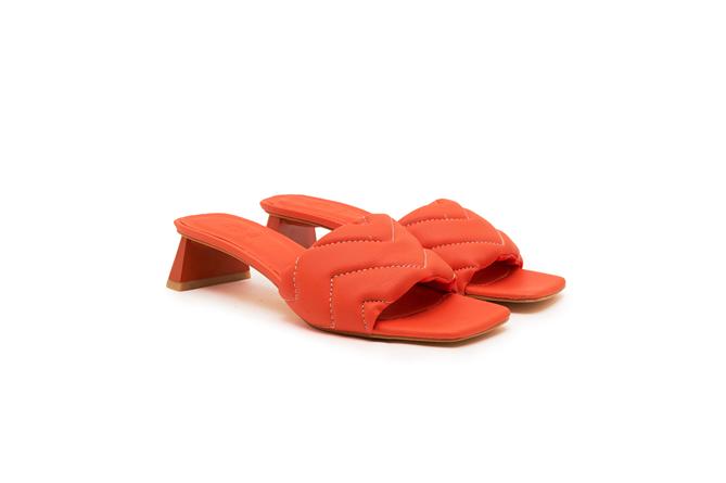 Yazın En Sıcak Renkleri Ayaklarda Canlanıyor - Yazın En Sıcak Renkleri Ayaklarda Canlanıyor