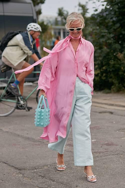 Yazlık Elbiselerinizi Sonbahar ve Kış Aylarına Uyarlamanın Yolunu Açıklıyoruz!