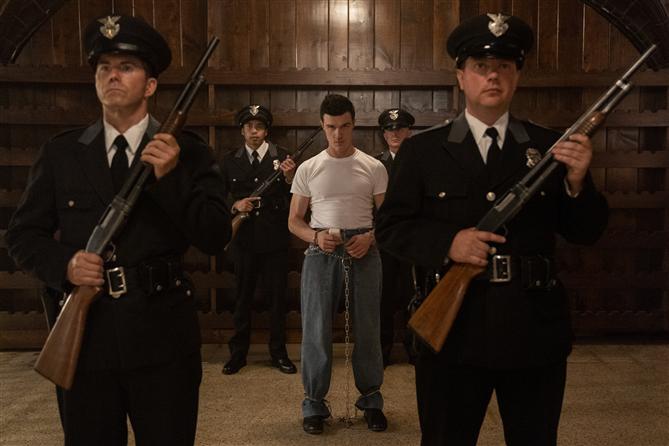 Yeni Netflix Dizisi Ratched'ın İlk Görselleri Geldi!