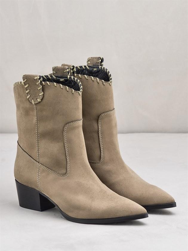 Yükselen Trend: Kovboy Çizmeleri - Yükselen Trend: Kovboy Çizmeleri