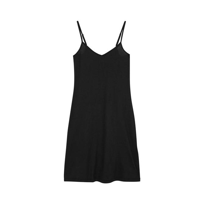 Zamansız Bir Stil İçin 2020 Yazının En İyi Küçük Siyah Elbiseleri - Zamansız Bir Stil İçin 2020 Yazının En İyi Küçük Siyah Elbiseleri