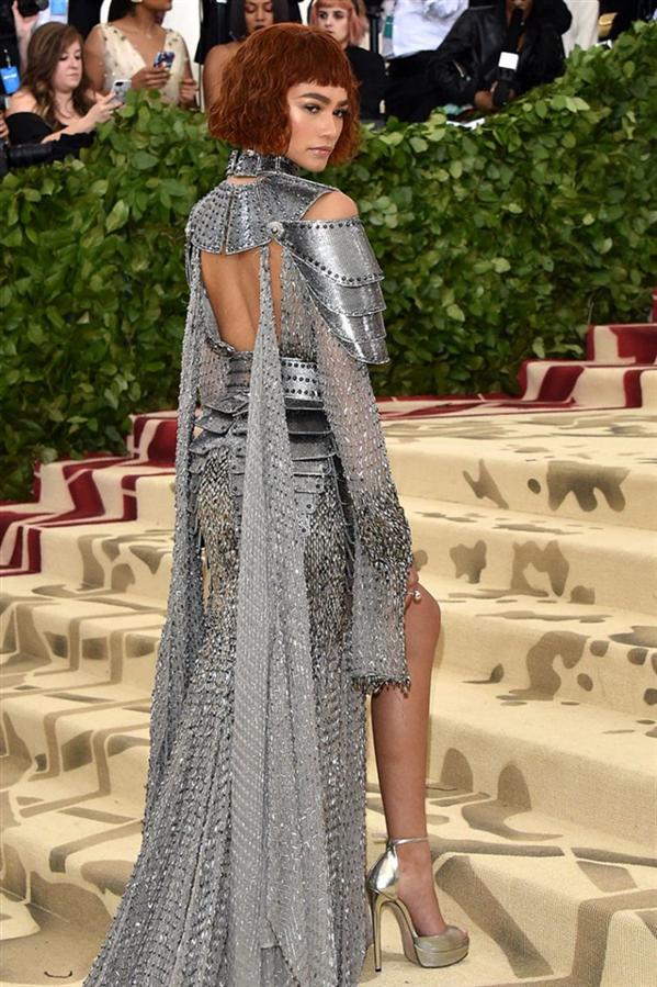 Zendaya'nın Dikkat Çekici Stilinin En İyi Anları - Zendaya'nın Dikkat Çekici Stilinin En İyi Anları