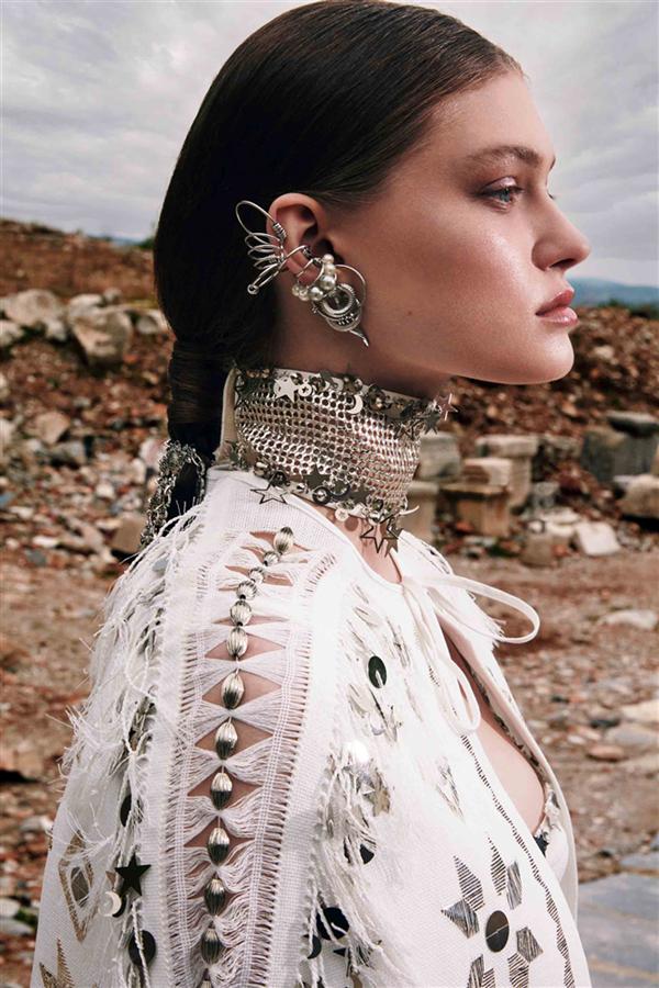 Zeynep Tosun'un İlhamını Mitolojiden Alan 2021 Yaz Couture Koleksiyonu: Apasas - Zeynep Tosun'un İlhamını Mitolojiden Alan 2021 Yaz Couture Koleksiyonu: Apasas