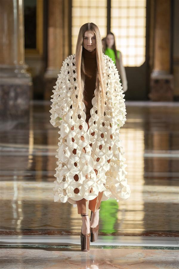 Zihin ve Vücut Arasında Bir Dans: Valentino İlkbahar 2021 Couture Koleksiyonu