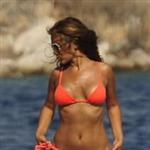 demet-akalin-turuncu-bikini