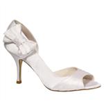 beyaz-az-topuklu-ayakkabi