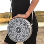 Gökçe Kömürcü'den Sanat Dokunuşlu Zodiac Çantalar