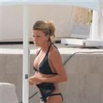 ivana-sert-siyah-bikinili