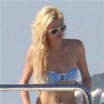 paris-hilton-mavi-bikinisi