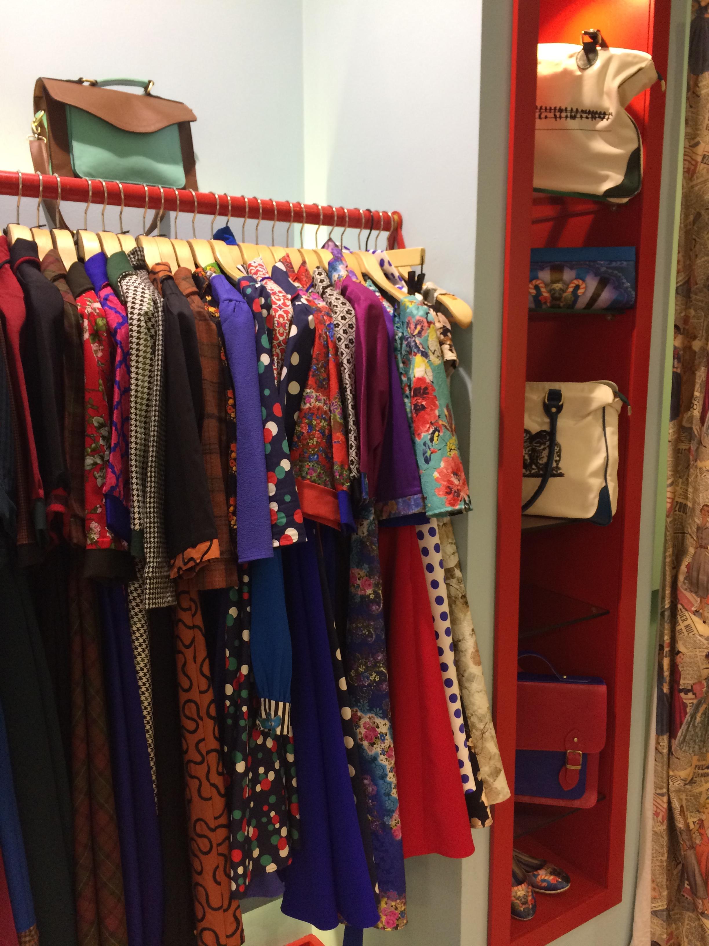 1b9541db12dbb Cihangir`de yer alan bu zevkli mi zevkli vintage butik, sonrasında  Teşvikiye`ye açtığı 2. butiğiyle müşteri kitlesini bir hayli arttırdı.